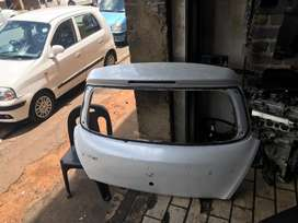 Suzuki swift tailgate selling for spares only