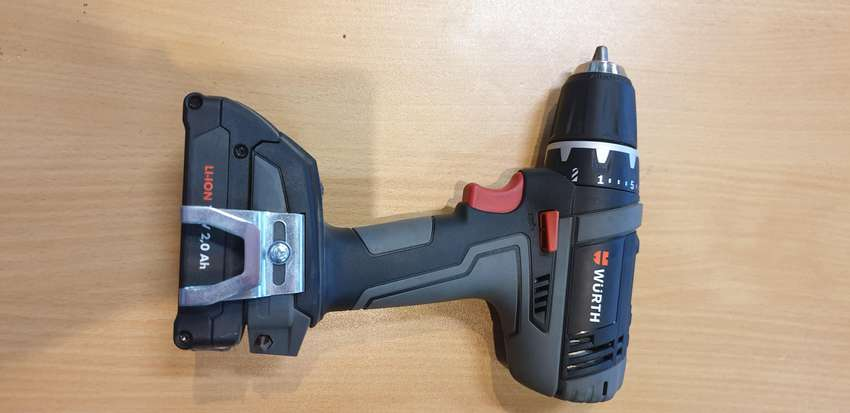 Extremely compact, powerful 12 V lithium-ion drill driver. 0