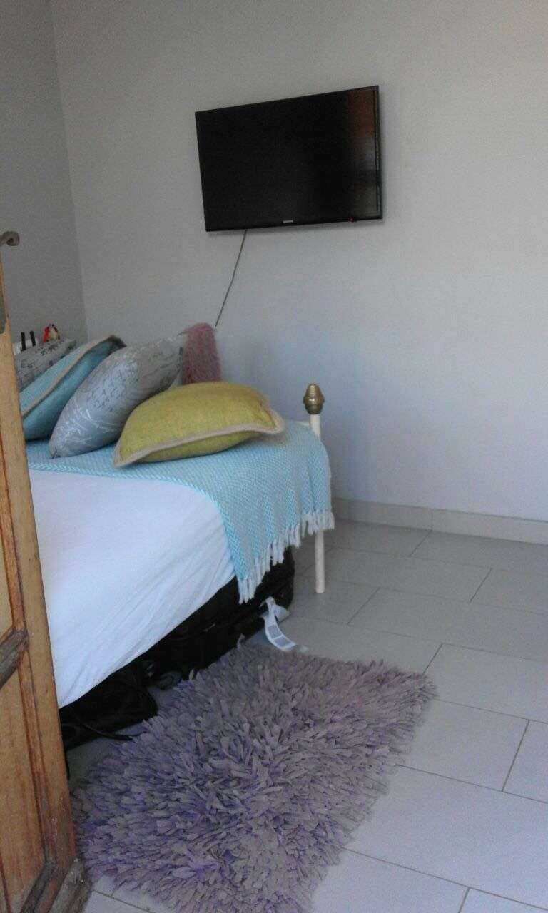 Bachelor Room with insuite in Seaview-Durban 0