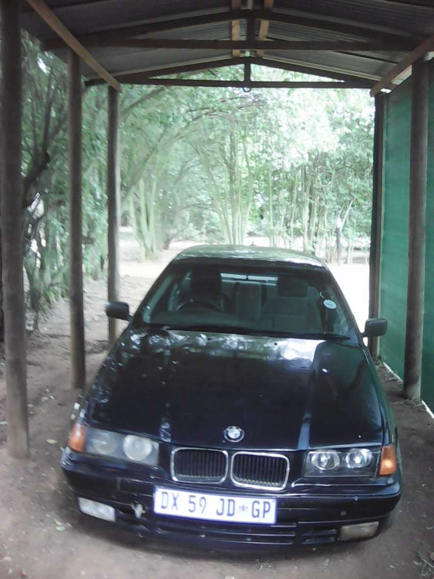 Selling my BMW 318 running needs engine mountings and control arm 0