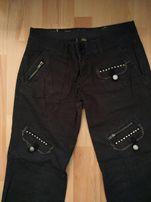 Czarne spodnie w stylu rock z ćwiekami i kieszeniami