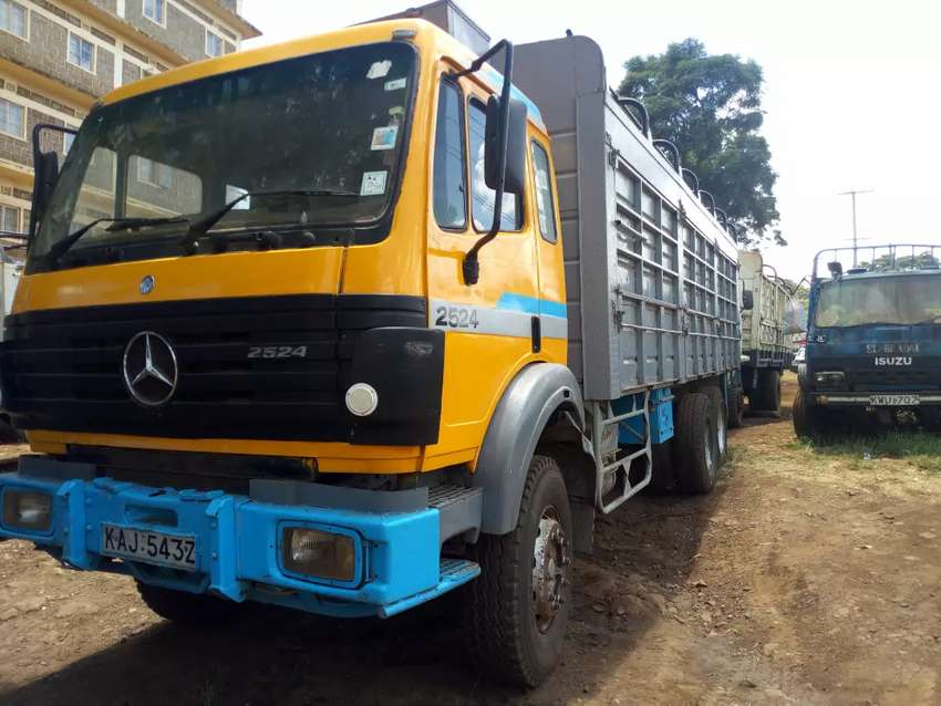 Mercedes Benz truck 2524 with. V8  turbo engine. 0