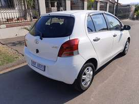 2009 Yaris excellent condition