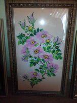 Картина вышита бисером. Цвет вишни