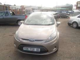 ford fiesta 1.4 model 2010 gold in colour