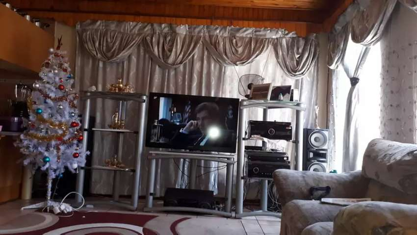 3 piece silver TV stand(ornaments inc 0