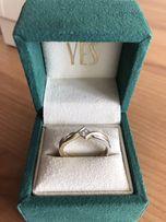 Złoty pierscionek Yes z diamentem rozmiar 13
