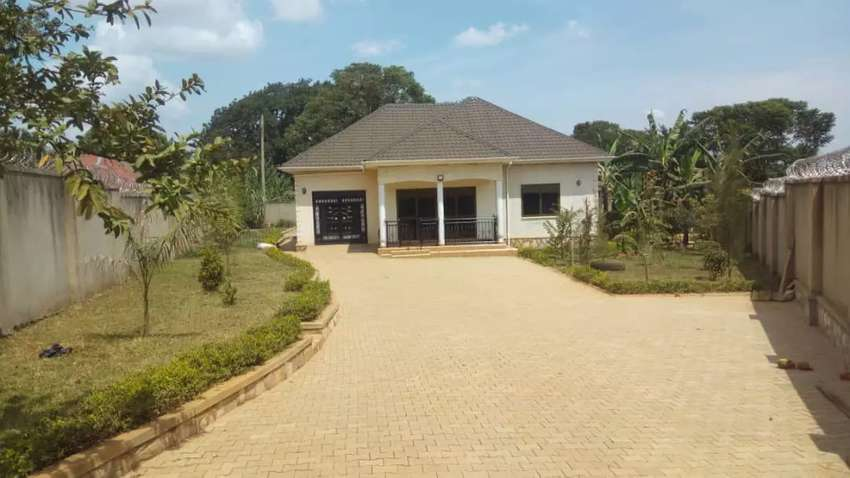 Hurry while it lasts, 4bedroom home on 25decimals in Mpererwe Kitezi. 0