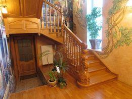 Изготовление лестниц и дверей любой сложности.