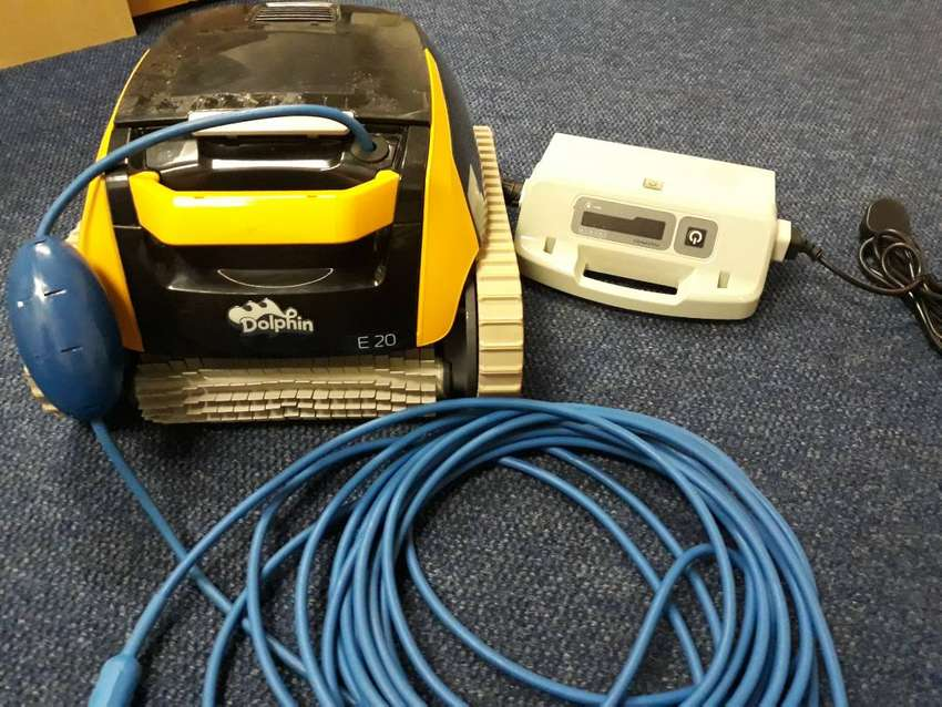 Used DOLPHIN E20 Robotic Pool Cleaner 0