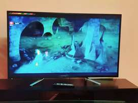 Selling my JVC 49 inches LED TV,  with box and receipt.  R4000