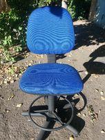 Кресло офисное б/у для Школьника 1-3 класс. Цвет синий.