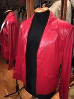 Кожаная натуральная куртка женская красного цвета. Дешево.