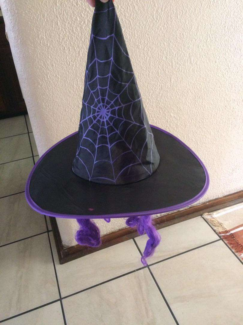 Witch hat 0