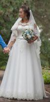 Эксклюзивное свадебное платье с фатой