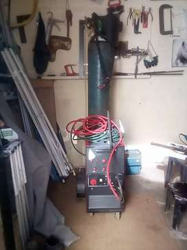 Co 2 welding machine with XL gas bottle full