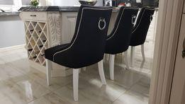 Krzesło tapicerowane pikowane z kołatką z ćwiekami chesterfield modne