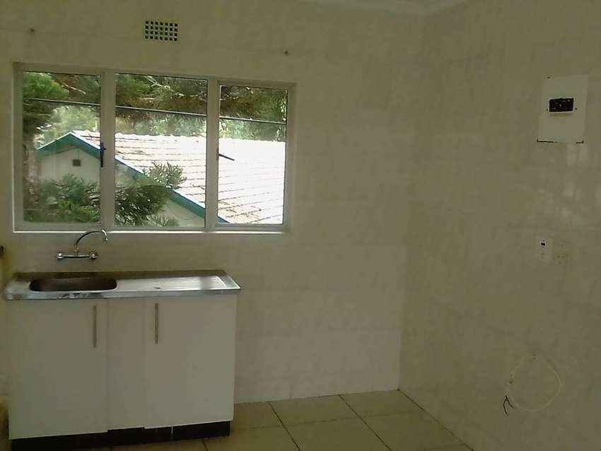 granny  flat  to  rent R 5500.00  incl  linghts n water 0