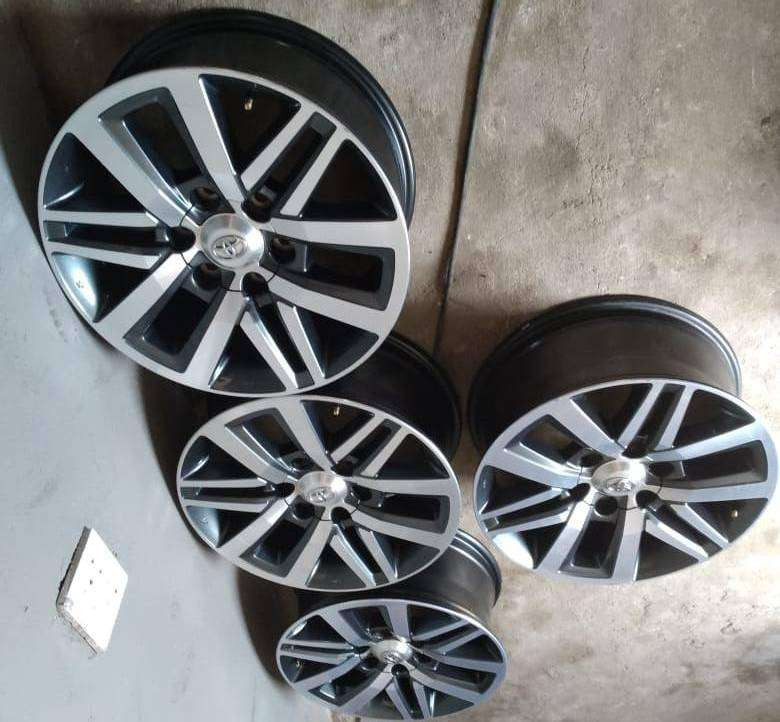 18inch Toyota Hilux/Fortuner mags set for R8500.