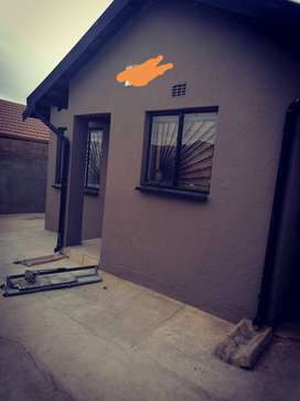 2 bedroom house available in naturena Ext 19