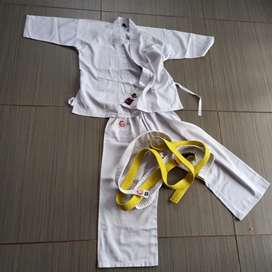 Karate kids outfit size 000 (6-7 years)