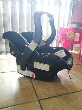 Baby carrier /Car seat