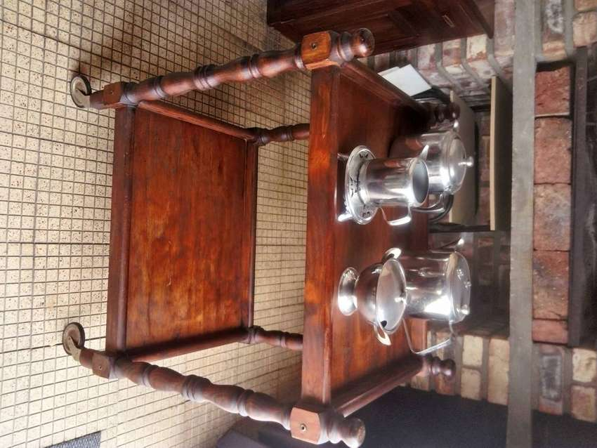 Antique Tea Trolley on wheels R 1500. Very Very Old. Uitenhage 0