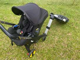 Doona stroller/car seat with ISOFIX Base