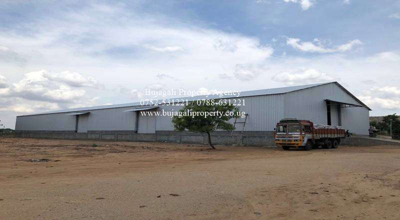 1400SQFT WAREHOUSE ON 1.9 ACRES FOR SALE IN JINJA TOWN 0