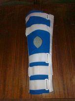 Ортез, тутор, лангет, гипс, фиксация, шина, на ногу коленный сустав
