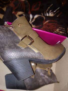 Ladies size 8 shoes,half boots Bronx,2 x Donna shoes,Reebok sneakers