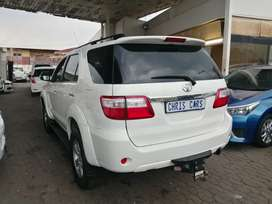 2011 Toyota Fortuner 3.0 engine capacity D4D 4x2 SUV.