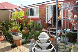 Mobile Park Home with Wendy house and Gated Fence for sale