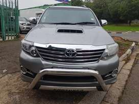 2015 Toyota Fortuner 3.0D4D 4x4 Automatic with 3 keys
