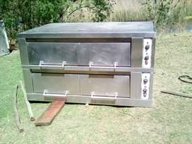 Industrial pizza oven