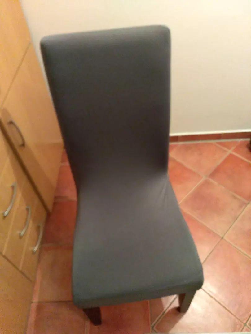 Prodajem 4 navlake za stolice 0