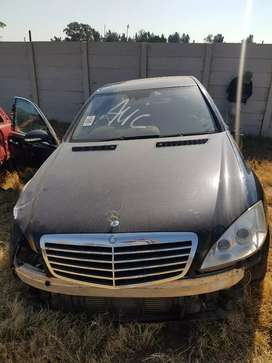Mercedes Benz w221 S320 stripping for Spares