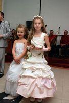 Нарядние детские платья и карнавальные костюмы на прокат