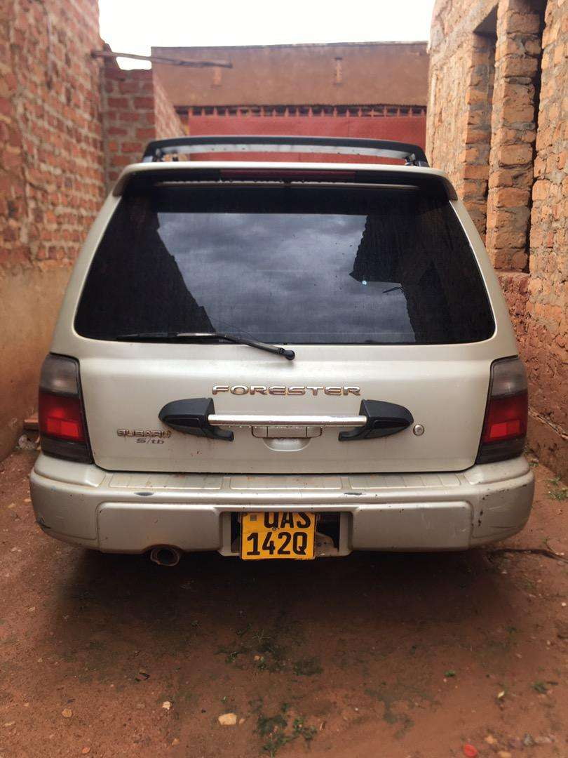 Subaru Forester Manual with Sunroof and extras 0