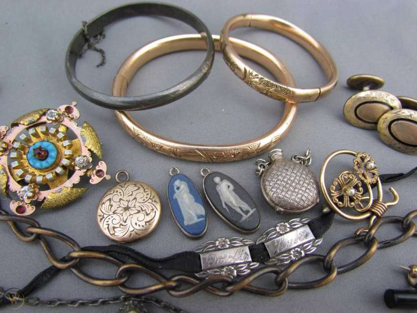 We Buy Gold And Silver in any condition