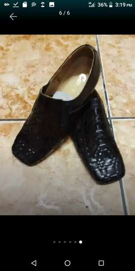 High Quality leather shoes R450