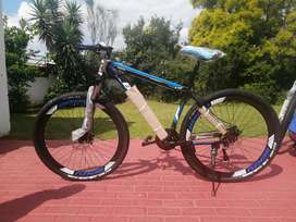 "Brand new 29""R2500 mountain bike with shocks double disc and gears"