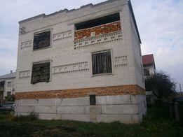 Продається будинок в центрі міста