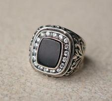 Мужской перстень, серебро, агат, фианиты.