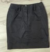 Czarna ołówkowa spódniczka