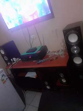 Hi l am selling dixon speakers R2000 with amplifier 2000watts