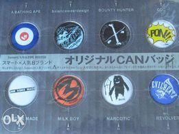 Значки аниме в ассортименте