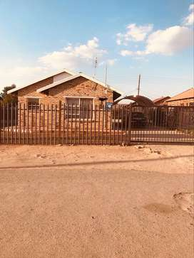 3 Bedroom house for Sale in unit 13 Mmabatho