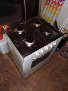 Gas Stove 4 plates and a Oven