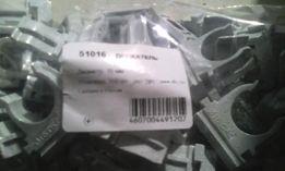 DKC / ДКС 51016 Держатель с защелкой для труб д. 16мм ( крепление )